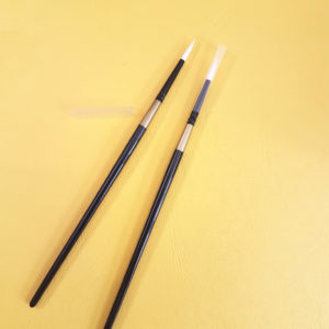 two fine point No 4 watercolour brushes